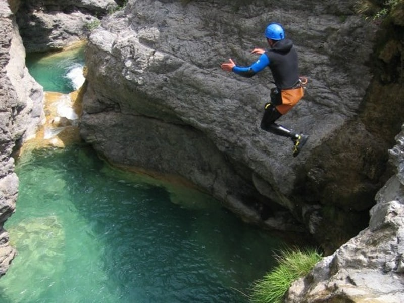 saut canyon 800x600